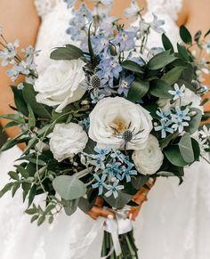 """Hochzeitsmagazin und -blog on Instagram: """"💐 Wer von euch hat sich für ein Hochzeitskonzept mit Blau entschieden? Dann ist diese #Brautstrauß Idee perfekt für euch, denn es gibt ja…"""" Floral Wreath, Wreaths, Blog, Bridal Bouquets, Instagram, Inspiration, Wedding Morning, Good Vibes, Newlyweds"""