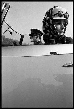 A cover of Queen magazine, 1965. Photo:  Brian Duffy. Model: Jill Kennington.