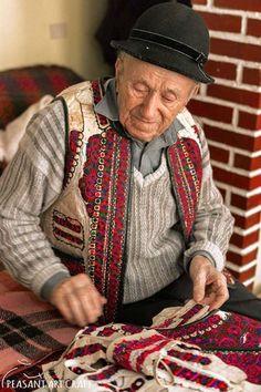 Traditional Romanian Coat Maker Dumitru Sofonea Entitled UNESCO's Living Human Treasure Folk Costume, Costumes, Contemporary Decorative Art, Folk Clothing, Weaving Art, Leather Craft, Folk Art, Pattern Design, Textiles