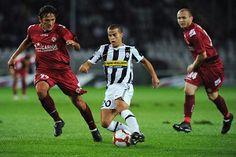 Pertandingan Liga Italia untuk kali ini akan mempertemukan Livorno vs Juventus yang akan digelar Pada hari Minggu (24/11/2013) Berlangsung di Stadio Armando Picchi – Livorno, Italia dan akan disiarkan LIVE di TVRI Pukul 20:30 WIB.
