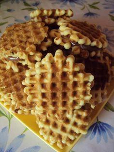 Cristina's world: Faguri cu crema de ciocolata Cooking Recipes, Healthy Recipes, Food Cakes, Waffles, Cake Recipes, Biscuits, Sweets, Chicken, Breakfast