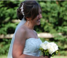 Pretty causal bridal hairstyle with veil and hairclip.PNG