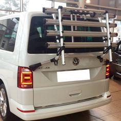 Volkswagen bringt zum T6 ein neues Modell vom Fahrradträger für die Heckklappe – mit neuen und sehr durchdachten Details. Der Alte Fahrradträger Bereits das Vorgängermodell des Heckträgers am T5.1 und T5.2 passt wunderbar an den VW Bus und transportiert anstandslos bis zu...