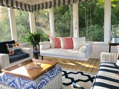 32 Shabby Chic Living Room Decor Ideas for a Comfy and Gorgeous Interior - The Trending House Screened Porch Decorating, Screened Porch Designs, Lanai Decorating, Screened In Porch Furniture, Screened Porches, Shabby Chic Decor Living Room, Rustic Chic Decor, Farmhouse Decor, Sunroom Playroom