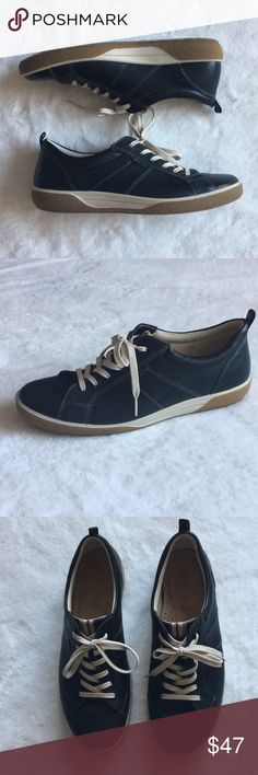 Ecco Black Leather Tie Sneakers Size 41 Ecco Black Leather Tie Sneakers Size 41,  Ecco Size 41 is a 10/10.5, gently pre-owned. Ecco Shoes Sneakers