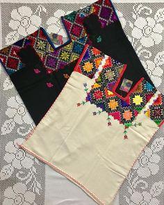 Paracho, Michoacán #pensamientosoclaveles #hechoamano #textilmexicano #consumelocal #handmade #mexicanembroidery #crosstitch #puntodecruz #telar Mexican Embroidery, Embroidery Dress, Embroidered Blouse, Embroidery Stitches, Embroidery Patterns, Mexican Outfit, Mexican Dresses, Estilo Folk, Short Frocks