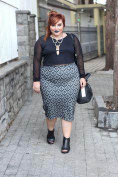 A saia lápis plus size é sexy e mega estilosa! Vem aqui ver meu incentivo pra gente usar TUDO e se inspirar no look com top cropped BAFO!