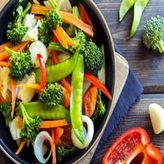 O que se deve e não se deve ingerir na Dieta Mayr. | Vagando na Net Weight Loss Meals, Healthy Diet Plans, Healthy Cooking, Healthy Dinner Recipes, Vegetarian Recipes, Vegetarian Diets, Vegan Parmesan, Food Concept, Stock Foto