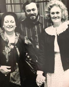 Montserrat Caballé, Luciano Pavarotti and Dame Joan Sutherland in studio for the recording of Norma. Coloratura Soprano, Joan Sutherland, Maria Callas, Opera Singers, Conductors, Classical Music, Diva, Persona, Composers