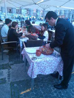 Sirviendo #cochinillo en nuestro restaurante Acueducto Roasted #sucklingpig in Casares Rest. in #Segovia Roast, Oven, Restaurants, Roasts