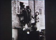 Bernadotte-aktionen. Udhungrede kvinder fra koncentrationslejren Ravensbrück tigger mad hos private efter ankomsten til Padborg i april-maj 1945  Tidsperiode og årstal Datering:Mellem April 1945 og Maj 1945 - See more at: http://samlinger.natmus.dk/FHM/20006#sthash.Ovy2OTse.dpuf