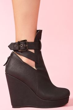 Not so summer, Midnight Wedge Boot Dream Shoes, Crazy Shoes, Cute Shoes, Me Too Shoes, Wedge Shoes, Shoes Heels, Wedge Heel Boots, Wedge Bootie, High Heels