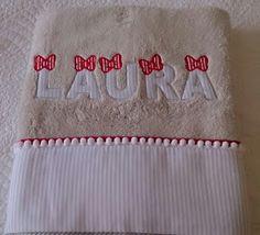 Aquí os muestro unas cuantas toallas personalizadas.   No os quedeis sin la vuestra, cuál te gusta más? Baby Dress, Embroidery, Quilts, Diy, Crafts, Appliques, Towels, Business, Hand Towels