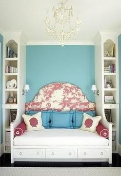 Bed in between bookshelves - Houzz