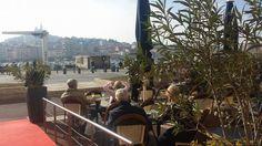 La terrasse ensoleillée du #restaurant de l'hôtel Bellevue #Marseille sur le vieux-port