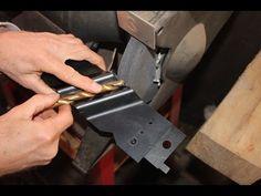 Twist Drill Bit Sharpening Jig (for bits) - VerySuperCool Tools Drill Bit Sharpening, Chainsaw Sharpener, Garage Workshop Plans, Metal Art Projects, Tools Hardware, Tool Shop, Drill Press, Homemade Tools, Survival Knife
