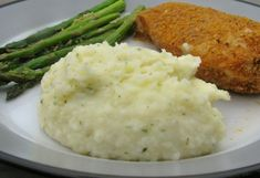 "Instant Mashed Potatoes That are ""Better Than Homemade!"" I added some salt and pepper, garlic and onion powder, parsley flakes and sour cream to this recipe and it was pretty close! Definitely didn't taste instant anymore! Instant Potatoes, Creamed Potatoes, Mashed Potato Recipes, Potato Dishes, Potato Flakes Recipe, Side Dish Recipes, Vegetable Recipes, Flake Recipes, Veggies"