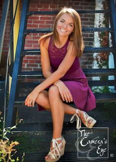 Bringing Some Flair to Your Senior Session Senior Portraits Girl, Photography Senior Pictures, Senior Photos Girls, Senior Girl Poses, Senior Picture Outfits, Photography Poses Women, Senior Girls, Senior Posing, Senior Session