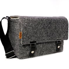 gray tweed camera bag, perfect!