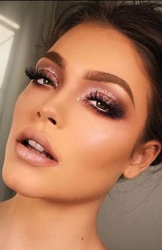 18 Most Gorgeous Prom Makeup Looks - The Trend Spotter Want to look flawless on your prom night? Find the perfect prom makeup looks that will dazzle everyone! Light Makeup Looks, Makeup Looks For Brown Eyes, Simple Makeup Looks, Wedding Makeup Looks, Bridal Makeup, Makeup Looks For Prom, Prom Makeup Brown Eyes, Makeup For Eyes, Simple Makeup For Prom