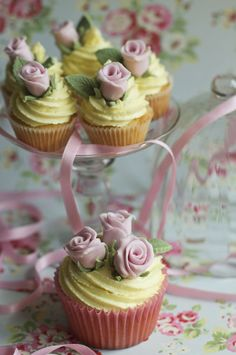 Large & Mini Rose Cupcakes by Juliet Stallwood / http://www.julietstallwoodcakesandbiscuits.co.uk