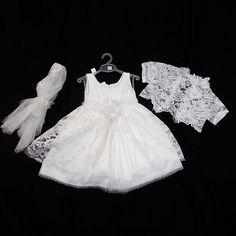 Φορεματάκι βάπτισης με τούλι και φύλλα δαντέλας. ΠΛΗΡΟΦΟΡΙΕΣ: Περιλαμβάνει μπαντάνα και μπολερό. Κωδικός Προϊόντος: ΑΡ.11 (Κ-617) White Dress, Wedding Dresses, Fashion, Bride Dresses, Moda, Bridal Gowns, Fashion Styles, Wedding Dressses