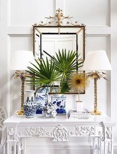 Gorgeous design in blue and white by Suzanne Kasler with chinoiserie porcelains a gilt mirror and white on white millwork and French carved console table - Hollywood Regency brass or gold lamps Decoration Inspiration, Interior Inspiration, Design Inspiration, Decor Ideas, Interior Ideas, Chinoiserie Elegante, Home Interior, Interior Styling, Interior Design