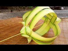 How to make a hanging flower (coconut tree leaf) Coconut Flower, Coconut Leaves, Flower Garland Wedding, Flower Garlands, Backdrop Decorations, Flower Decorations, Palm Tree Flowers, Leaf Projects, Modern Flower Arrangements