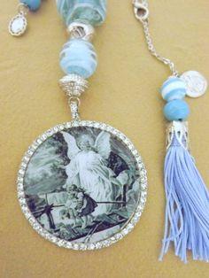 415757f80b21b Medalhão de Berço ou porta com medalha grande foto Preto e Branco Anjo da  Guarda Resinada