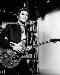 Elvis Prealey (NBC TV Special) of December 1968 Producer: Steve Binder Elvis 68 Comeback Special, Elvis Today, Olivia Taylor Dudley, Elvis Sings, Graceland Elvis, Nbc Tv, Elvis Presley Photos, Youth Culture, Music Icon