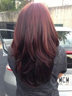 dark hair for fall | Love the way the darker red blends with the short layers