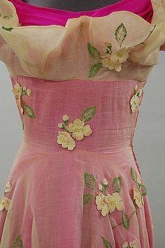 Elsa Schiaparelli Shocking Pink dress - detail - 1953 - white organza and shocking pink slubbed silk ball gown - Kerry Taylor Auction