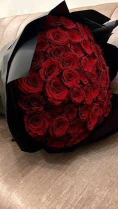 Rose Flower Pictures, Love Rose Flower, Beautiful Bouquet Of Flowers, Beautiful Rose Flowers, Rose Flower Wallpaper, Red Rose Bouquet, Girls With Flowers, Luxury Flowers, Flower Aesthetic