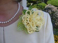 水引コサージュ クリーム系 - 水引工房 美結 - 伊予水引金封協同組合のオンラインショップ Knots, Diy And Crafts, Crochet Necklace, Paper, Buttons