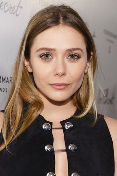 Not blonde? Not brunette? 29 shades of bronde to inspire your next hair colour: Elizabeth Olsen Carrie Bradshaw, Celebrity Hairstyles, Cool Hairstyles, Elizabeth Olsen Scarlet Witch, Celebrity Skin, Celebrity Beauty, Celebrity Photos, Celebrity Style, Celebrity Wedding Dresses