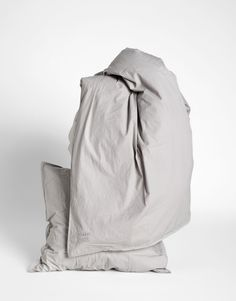 Bedlinen_organic_cotton_sengetøj_bomuld_Sleep_ashAiaiayu sengesett til to enkeltdyner 200 cm. Farge ash