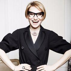 Cписок из 25 вещей и аксессуаров, из которых состоит базовый гардероб Эвелины Хромченко,будет актуальным всегда.
