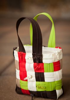 By Stefanie Girard Have you seen the purses and tote bags– usually in airport gift shops– woven out of seat belts? That was the inspiration for this purse woven out of zippers. Create this cute little purse by weaving Coats all-purpose zippers together. Use the colors show or select your own color combination.   …