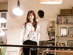 Doctors: Kim Rae Won and Park Shin Hye behind the scence PD note Park Shin Hye Drama, Kim Rae Won, Drama 2016, Kdrama, Parks, Blazer, Lifestyle, Couples, Blouse