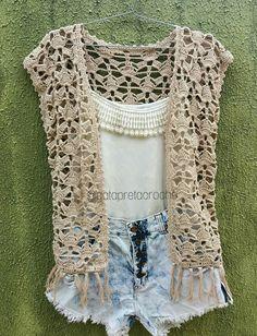 Kimono de crochê para o verão Perfect for warmer seasons as it has a lighter plot! Gilet Crochet, Crochet Vest Pattern, Crochet Diy, Crochet Blouse, Easy Crochet Patterns, Crochet Shawl, Hand Crochet, Crochet Stitches, Gilet Kimono