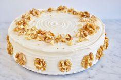 Dit recept voor Carrot Cake is lekker makkelijk, maar vol van smaak! Een perfecte klassieker om als verjaardagstaart te maken of gewoon voor bij de koffie.