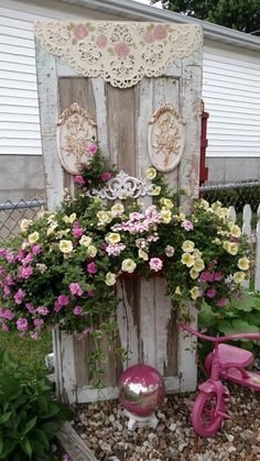 Cottage yard decor - shabby chic garden idea - Tap The Link Now To Find Decor That Make Your House Awesome Shabby Chic Garden Decor, Unique Garden Decor, Vintage Garden Decor, Vintage Gardening, Shabby Chic Cottage, Organic Gardening, Gardening Tips, Garden Junk, Garden Doors