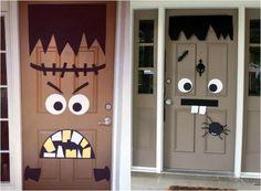 braune Türen und schwarz-weiße Dekorationen