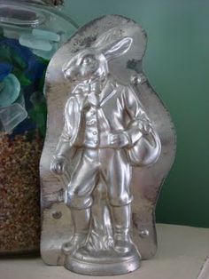 Vintage Chocolate mold of a Handsome traveling bunny. Photo via web Chocolate Candy Molds, Chocolate Butter, Chocolate Shop, German Chocolate, Chocolate Ice Cream, Ice Cream Candy, Ice Cream Cookies, Chocolate Easter Bunny, Butter Molds