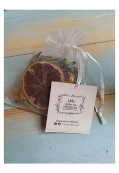 Bolsitas Aromatizadoras #Sachets #Smell #Orange #TallerDeHierbas Sachets, Place Cards, Place Card Holders, Orange, Nature, Natural Medicine, Herbs, Atelier, Products