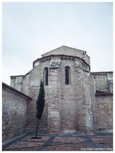 Vista de la parte trasera de la iglesia de San Miguel con el cimborrio románico. Palencia Church of San Miguel View of the back of the church with its Romanesque dome