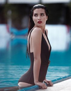 Tuba Büyüküstün is one of the best actresses of Turkey. She is beautiful, talented and also a young mother. In this article, all about Tuba Büyüküstün is Pool Poses, Beach Poses, Pool Fotografie, Swimming Pool Photography, Poses Pour Photoshoot, Bikini Pool, Bikini Set, Poses Photo, Pool Picture