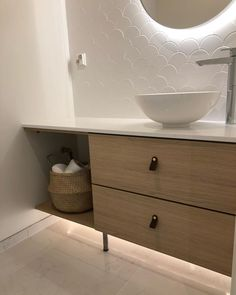 Small Toilet Design, Small Toilet Room, Bathroom Cleaning, Retro Furniture, Beautiful Bathrooms, Sweet Home, Interior Design, Home Decor, Instagram