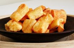 Fried yuca... i dont really make fried things ever( every two or three years maybe?) but this one...hmmmm, tastes like home...have to make it soon! Mandioca frita | Panelinha - Receitas que funcionam