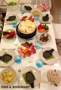 Raclette-Party - - Raclette İdeen in 2019 Raclette Party, Fondue Raclette, Fondue Party, Fun Desserts, Dessert Recipes, Dinner Party Recipes, Cheese Dishes, Cooking Gadgets, Food And Drink